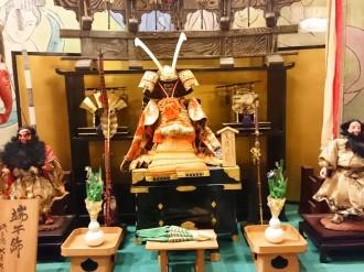 和風館ロビーに五月人形が登場しました。