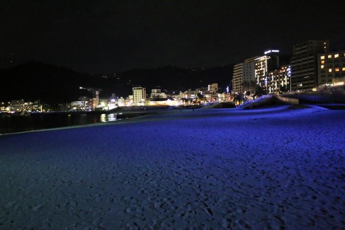 夜のお散歩に♪熱海サンビーチのライトアップ