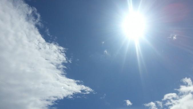 青空が出て、蒸し暑い天気になりました。 4月4日PM13:10
