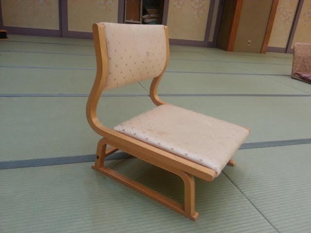 足の弱い方には、『高座椅子』をご用意します。