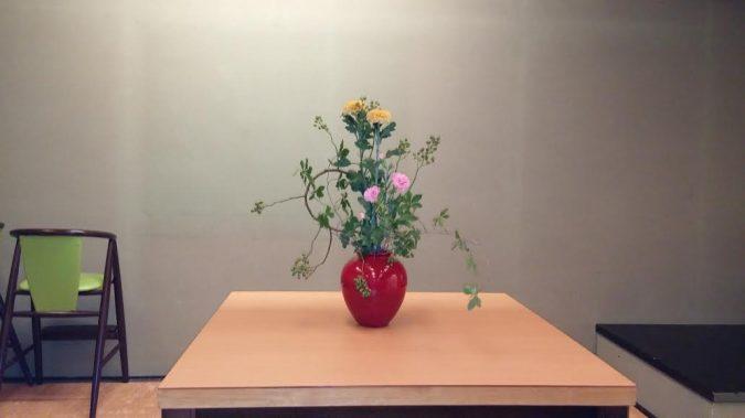 社員がいけた生花です。