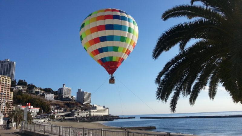 熱海サンビーチで『熱気球フライト』・・・・