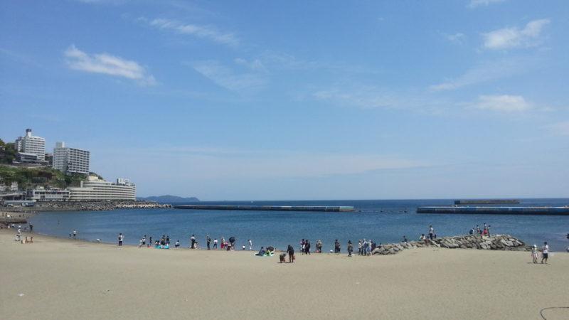 夏のような暑い熱海温泉です。 熱海サンビーチでは・・・・