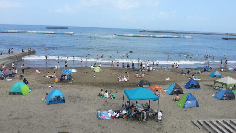 熱海サンビーチは、海水浴のお客様で賑わっています。PM14:30