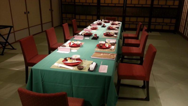椅子・テーブルの宴会もできます。『九重』の間