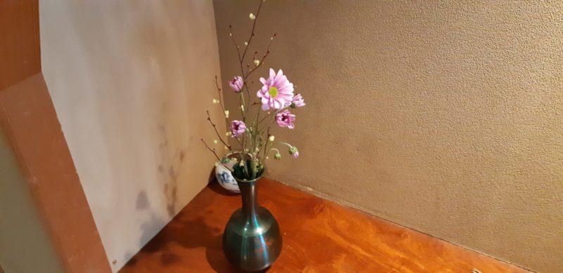 館内の通路などに飾られている草花です。2月28日