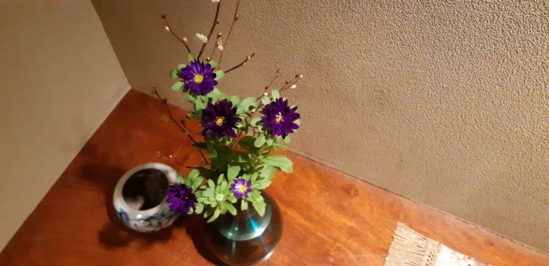 今日の『5階の飾り棚の生花』