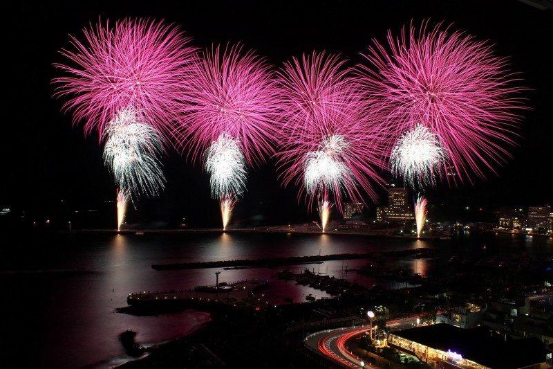 明日(4月20日土曜日)は、春の熱海海上花火大会の開催日です。