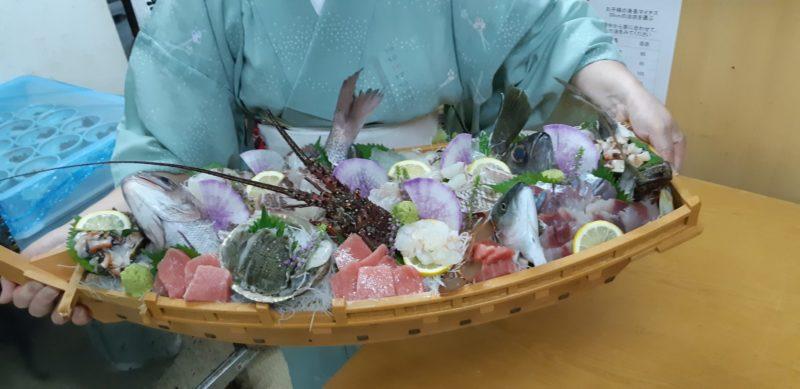 追加料理で『刺身の舟盛り』をお出ししました。