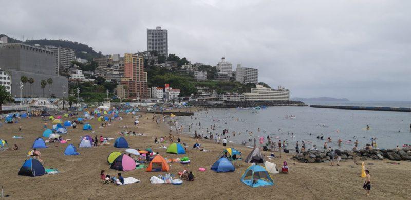 時々雨、時々晴天!蒸し暑い熱海温泉は、 ・・・・凄い湿度で、熱海サンビーチは、(8月14日)