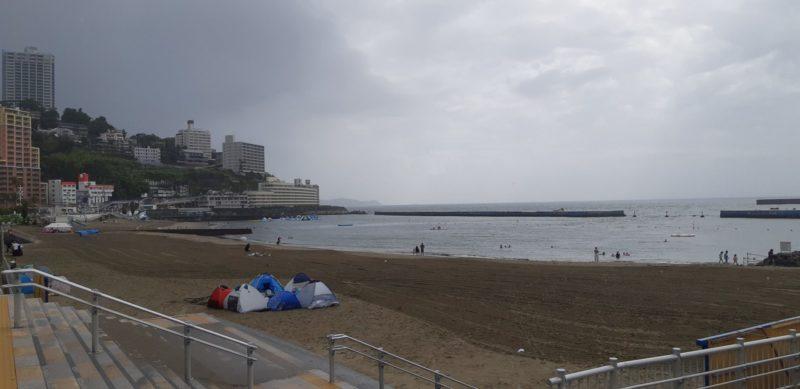 8月15日(木)AM8:20熱海サンビーチの様子。